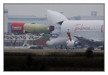 Sie sehen unförmig und dick aus und sind sicher nicht die schönsten Modelle von Airbus. Ohne seine fünf Beluga-Transportflugzeuge müsste Airbus aber seine Produktion einstellen. Die Beluga-Modelle, die von ihrer Form an einen Walfisch erinnern, transportieren Flügel und andere große Flugzeugteile zwischen den europäischen Standorten des Luftfahrtkonzerns.