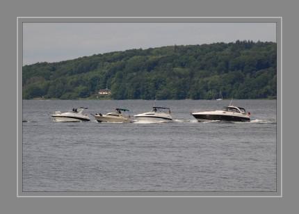 Ein Motorboot ist ein von einem oder mehreren Verbrennungsmotoren oder Elektromotoren angetriebenes Wasserfahrzeug. Es kann sowohl auf Binnen- als auch auf Küstengewässern eingesetzt werden. Zum Führen von Motorbooten ist in Deutschland bei einer Leistung über 11,03 kW (15 PS) an der Propellerwelle ein Führerschein erforderlich - bei Sportbooten in der Regel mindestens ein Sportbootführerschein. Auf dem Rhein und dem Bodensee wird bereits ab 5 PS ein Führerschein benötigt.