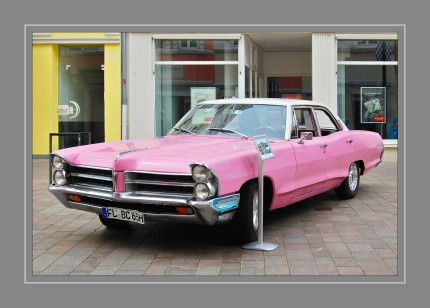 Wie alle von 1955 bis 1970 gebauten kanadischen Pontiacs basierte auch der Laurentian auf Chevrolets großen Fahrgestell, Antriebskomponenten und anderen Teilen, hatte aber die Karosserie des Pontiac Catalina aus den USA. So sieht z. B. ein 1964er Laurentian wie ein Catalina aus demselben Jahr aus, hat aber technisch mehr mit einem Chevrolet Bel Air zu tun.