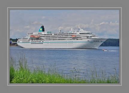 Die Amadea ist ein Kreuzfahrtschiff, das 1991 als Asuka für NYK Cruises in Japan gebaut wurde und jetzt für Phoenix Reisen fährt. Sie ist 192 m lang, 24,7 m breit und mit 29.008 BRZ vermessen. Der Tiefgang beträgt 6,5 m