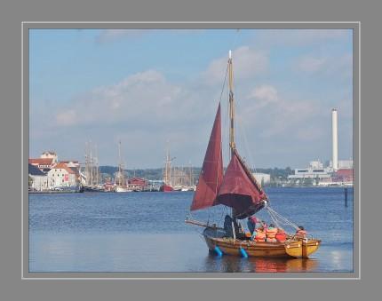 Gegen den Wind zu kreuzen bringt einen manchmal schneller zum Ziel als mit dem Wind zu segeln.