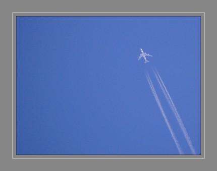 Kondensstreifen sind lange und dünne künstliche Wolken, die insbesondere im Gefolge von Luftfahrzeugen durch Wasserdampf und sonstige Abgase sowie durch Unterdruck entstehen können.