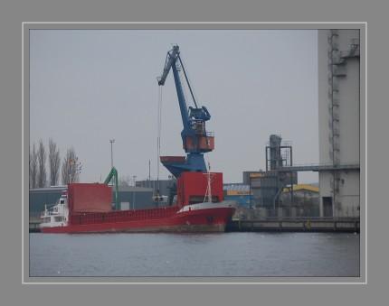 Der Stückgutfrachter ILKA wurde 1985 gebaut und ist in Husum beheimatet. Er ist etwas länger als 67 m