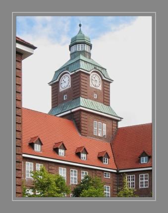 Das Alte Gymnasium ist eines von sechs Gymnasien der Stadt Flensburg. Es ist die älteste Schule der Stadt sowie eine der ältesten im deutschen Sprachraum. Gegründet wurde es bereits 1566 unter der Herrschaft des dänischen Königs Frederik II.
