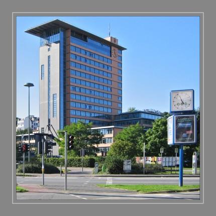 Das Rathaus in Flensburg, welches vom Architekten Carl-Friedrich Fischer entworfen wurde, ist Sitz der Ratsversammlung sowie des Oberbürgermeisters von Flensburg und beherbergt zudem große Teile der Stadtverwaltung wie auch das Stadtarchiv.