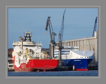 SIEM  HELIX   2  und  SEAROAD  MERSEY  2 bei der FSG, Flensburg