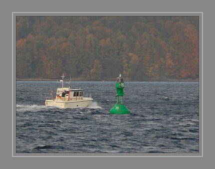 dsc_1835-motorboot-bei-tonne-15