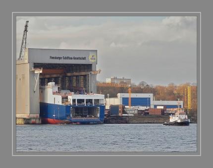 """Die 210 m lange """"Meleq"""" von der Flensburger Schiffbau-Gesellschaft (FSG) hat eine Tragfähigkeit von 32.600 t und kann 280 Sattelauflieger transportieren. Ab Februar 2017 wird das RoRo-Schiff im Türkei-Italien-Dienst zwischen Haydarpa?a (Istanbul) und Triest eingesetzt und läuft auch den griechischen Hafen Lavrio bei Athen an."""